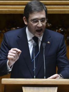 El primer ministro portugués salva su cuarta moción de censura en dos años