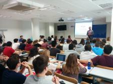 Jon Landa Orive, MARÍTIMA EUROSHIP Sales Manager, con los alumnos de la EUCCB