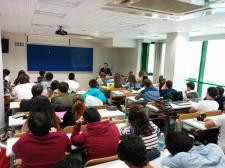 Iñigo Arce, OPERINTER TRAIMER S.L. Managing Director, con los alumnos de la EUCCB