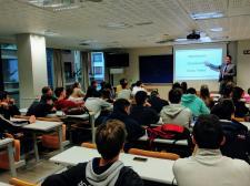 Jon Landa Orive, MARÍTIMA EUROSHIP Sales Manager, con los alumnos de la CUBS