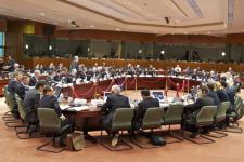 Guindos cree que Bruselas aceptará la relajación del déficit